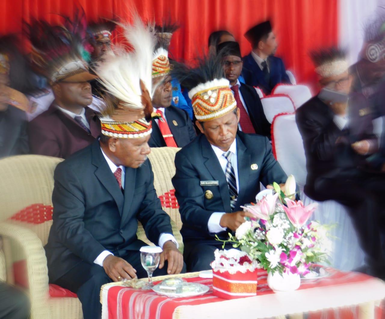 Ada Yang Beda, HUT RI Diwarnai Mahkota Adat Papua.