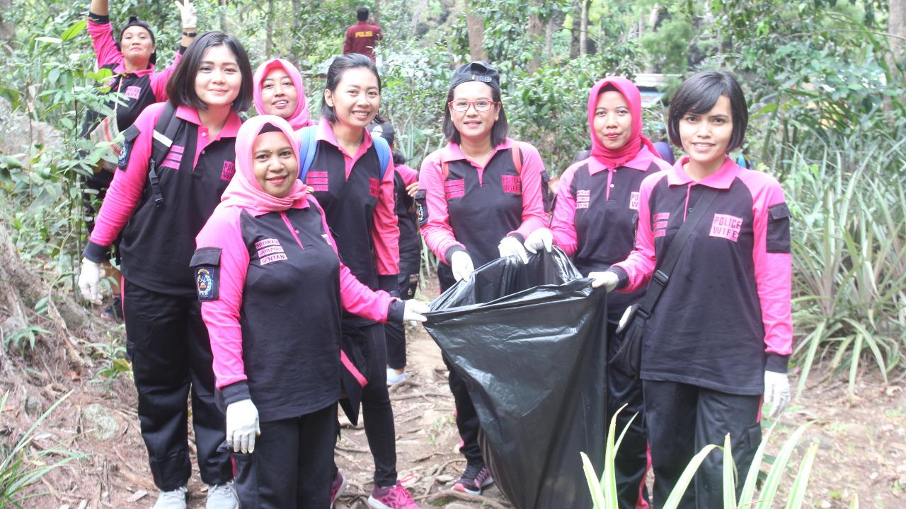 Bhayangkari Bersama Polwan Tanam 50 Bibit Pohon